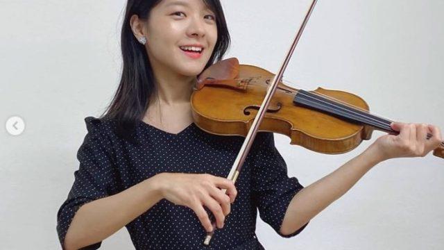バイオリニストの廣津留すみれさん(画像は『Sumire Hirotsuru | 廣津留すみれインスタグラム 2020年7月30日「27歳になりました!」』より)